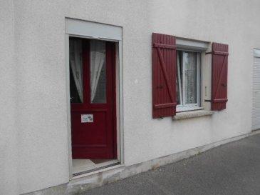 REF: 5943  Appartement meublé T2 de 45 m2  pour étudiant de septembre à juin comprenant: séjour/cuisine, salle d'eau/wc. Terrasse de 30 m2  Loyer 430 €   25 € charges (edf/eau)  Frais d'agence 516 € (Bail, état des lieux)
