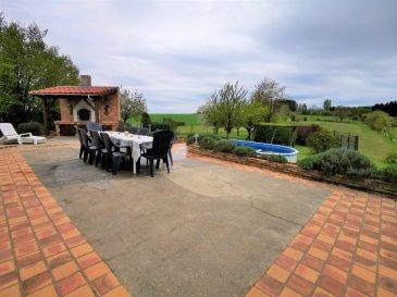 A VOIR! Très belle maison de plain-pied, individuelle d'env. 153m² sur 66,80 Ares de terrain, dans un joli quartier au clame et arboré.  Comprenant a l'espace de vie : - une belle entrée avec placards de rangements - un grand salon séjour de 35 m² ouvert sur une lumineuse veranda de 33 m² avec accès direct a la cuisine a la terrasse et au jardin - une cuisine équipée de 20m² avec également un accès sur la veranda, a la terrasse et au jardin - 4 chambres ( mesurant entre 9m² et 11m²) - une salle de bain avec une grande baignoire d'angle, une douche italienne, un meuble de sdb double vasque - wc  Au sous-sol ; - un grand garage de 38m² (possibilité d'y stationner deux voitures) avec porte motorisé (système de branchements pour voiture électrique) - une grande buanderie - une grand espace de rangement - une pièce de 15m² pouvant servir de 5 ème chambre, de bureau ou d'espace de loisir  Cette maison dispose d'une grande terrasse familiale avec barbecue en pierre, d'une piscine hors-sol, d'un terrain de pétanque et d'un grand jardin de plus de 63 Ares avec arbres fruitiers (pommier, poirier, quetschier, mirabellier, prunier, cerisiers ...)  7 stationnements privatifs en extérieur Double vitrage avec volets motorisés Chauffage Fioul et ballon d'eau chaude Purificateur d'eau Véranda climatisé et branchement prévu pour poêle a pellets Maison complètement isolé par l'intérieur Sur dalles a chaque niveau  Taxe foncière 1389 Euros/An  Maison avec beaucoup de charme ou il fait bon vivre.  A 20 minutes d'Esch-sur-Alzette et 25 minutes de Thionville.  Visite virtuelle sur demande Frais d'agence a charge vendeur Mandat exclusif