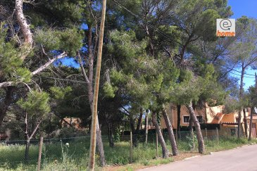 Please see below for English Plus de renseignements détaillés au +352 621 30 30 30  Dans la commune de Calvia, terrain à vendre à Santa Ponça, +/- 10,70 ares avec contrat de construction. Le terrain est orienté à l'est, situé dans une rue calme et à deux pas des isles Malgrats.  Un projet à investir avec beaucoup potentiel. Etudes géographiques terminées Autorisation pour la surface habitable: 375m2  Localisation: Bien situé sur le côté sud-ouest de l'île de Mallorca, 19km (20 minutes) de la capitale Palma. Accès facile aux petits commerces, transport public, restaurants, la plage, Centre de village, terrain de golf. Zones vertes à proximité   ———————————————————————— For more information, please contact +352 621 30 30 30.  In the district of Calvia, land for sale in Santa Ponça +/- 10.70 ares with construction contract. The land is located in a quiet street, oriented facing East and is close to the Malgrats islands.  A project to invest in with a lot of potential. Geographical studies completed Authorisation for total living surface area: 375m2  Location: Well located on the South-West side of the Mallorca island, 19km (20 minutes) from the capital Palma. Easy access to small shops, public transport, restaurants, beach, village center, golf course and nearby green areas.