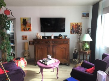 Illange : Accès autoroutiers à proximité et 3 km de Thionville&period;<br />Appartement de type F4 de 68 m² situé au 3ème étage&period;<br />Vous serez accueilli par une entrée desservant d\'un côté la cuisine équipée, d\'un autre, le salon - séjour, deux chambres, des toilettes, une salle de bains avec douche, une cave, un garage et un jardin&period;<br />60 lots de copropriété dont 20 lots à usage de logement&period;<br />1800 &apos; de charges annuelles&period;