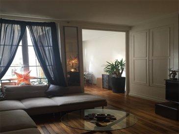 Agréable appartement F4 de 104m² au 1er étage.  Il se compose d\'une entrée, cuisine, WC, salle de bain (baignoire), salon/ séjour, débarras, chambre avec dégagement. (Possibilité de faire 2 chambres).  Chauffage individuel au gaz.  LIBRE
