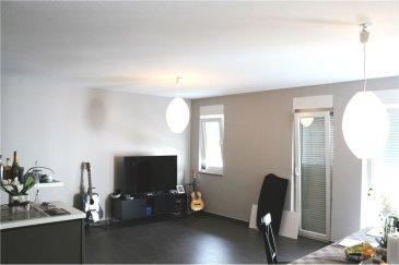Appartement 2 chambres - 80m² avec garage RE/MAX spécialiste de l'immobilier à Esch sur Alzette vous propose à la vente cet appartement 2 chambres de  /-80m², dans un ensemble situé à la croisée de toutes les commodités.  Situé au 3ème étage avec ascenseur, il se compose comme suit :  - une entrée ouverte sur salon/séjour  ( /-37m²) - une cuisine entièrement équipée ouverte sur le salon séjour  - deux chambres :  /-14m² et  /- 9m² - un local de rangement  /-1,5m² - un WC séparé - une salle de bain avec douche, baignoire et WC - l'ensemble salon/séjour ainsi que les deux chambres ont accès direct sur une terrasse couverte de  /-8m² - interphone - visiophone  En sous-sol : - un espace buanderie collectif - une cave privative, fermée de  /-3m² - une place de parking réservée  Cet appartement, actuellement loué, vous séduira par sa situation géographique et le calme qui y règne.  N'hésitez pas à nous contacter pour tout complément d'informations ou convenir d'une visite.