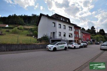 Tempocasa Mondorf-les-Bains vous propose une maison de charme, très ample avec son intérieur soigné, qui vous offre une vrai vie de famille avec ses grands volumes. Conviendrait aussi pour la location en faisant plusieurs appartement.  La maison se compose ainsi:   - Hall d'entrée - Cuisine équipée ouverte avec accès terrasse - Séjour  - Salle à manger - 6 chambres - 3 Salles de bains - 3 WC séparés - 1 bureau  - Grenier  - Jardin  - Cour - Garage + atelier - 5 Emplacements extérieur  A voir absolument!!!  Pour plus d'informations contactez-nous au 26 54 31 48. Ref agence :JP135