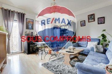 *** sous compromis *** RE/MAX, spécialiste de l'immobilier à Luxembourg, vous propose à la vente à DUDELANGE un appartement 3 chambres avec des beaux volumes !  Situé dans une la rue principal, d'une superficie d'environ 99 m2 habitables, au deuxième étage d'une résidence sans ascenseur en plan cœur du centre-ville de Dudelange.  Il se compose de la manière suivante : Une petite entrée faisant découvrir un escalier amenant au niveau de l'appartement, un hall d'entrée d'env. 8m2 ; une pièce de vie séjour/salle à manger d'env. 23 m2, une cuisine d'env. 13m2, une chambre de 19 m2, la deuxième chambre d'env. 15 m² et la troisième chambre d'env. 13 m² sont des chambres communicante, une salle de douches de 3m2 et un WC indépendant.   Ce bel appartement est complété par une cave d'env. 11m2 et un jardin d'env. 66m2 privative.  Caractéristiques supplémentaires : double vitrage,  - Chauffage : Gaz - 3 chambres, 1 salle de douche, 1 WC séparé  Charges mensuelles : 25 €/mois    Disponibilité à convenir mais possible dans un délai assez court.  La commission d'agence est inclus dans le prix de vente et supportée par le vendeur.  SIMOES Michael +352 691 680 986 michael.simoes@remax.lu Ref agence :5096268