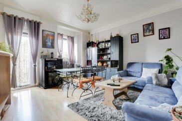 RE/MAX, spécialiste de l\'immobilier à Luxembourg, vous propose à la vente à DUDELANGE un appartement 3 chambres avec des beaux volumes !  Situé dans une la rue principal, d\'une superficie d\'environ 99 m2 habitables, au deuxième étage d\'une résidence en plan cœur du centre-ville de Dudelange.  Il se compose de la manière suivante : Une petite entrée faisant découvrir un escalier amenant au niveau de l\'appartement, un hall d\'entrée d\'env. 8m2 ; une pièce de vie séjour/salle à manger d\'env. 23 m2, une cuisine d\'env. 13m2, une chambre de 19 m2, la deuxième chambre d\'env. 15 m² et la troisième chambre d\'env. 13 m² sont des chambres communicante, une salle de douches de 3m2 et un WC indépendant.   Ce bel appartement est complété par une cave d\'env. 11m2 et un jardin d\'env. 66m2 privative.  Caractéristiques supplémentaires : double vitrage,  - Chauffage : Gaz - 3 chambres, 1 salle de douche, 1 WC séparé  Charges mensuelles : 25 €/mois    Disponibilité à convenir mais possible dans un délai assez court.  La commission d\'agence est inclus dans le prix de vente et supportée par le vendeur.  SIMOES Michael +352 691 680 986 michael.simoes@remax.lu Ref agence :5096268