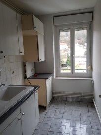 Bel appartement F2. Bel appartement F2 Au 1er étage d\'un petit immeuble, appartement en bonne état comprenant 1 entrée, 1 cuisine, 1 séjour, 1 chambre, salle de bains, wc.  Parking extérieur commun.  Possibilité de louer un garage (40 €/mois).