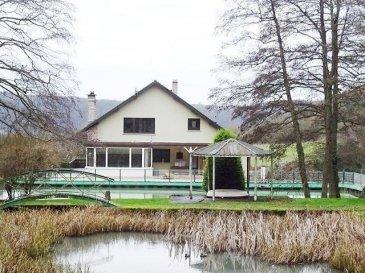 BUDING   Proximité KOENIGSMACKER ( 8km) et à 20 mn du LUXEMBOURG  RARE  Belle propriété de 225 m2 hab sur un terrain de 47 ares comprenant 3 étangs dans un environnement idyllique, sans vis à vis en bordure de forêt comprenant: Au rdc: Une entrée, un dégagement, une cuisine équipée avec accès terrasse, un séjour lumineux (cheminée) accès sur la terrasse, une véranda, une chambre, une sdb (baignoire, douche et wc), un wc, une buanderie. Au 1er étage: 3 chambres ( 24, 25 et 27 m2), une salle d'eau (douche et wc). Un sous-sol complet comprenant: cave, chaufferie et un garage 4 vl.  L'ensemble de la propriété est clos, portail motorisé. volets motorisé. Système d'alarme DV pvc et alu chauffage central fioul ( chaudière viessmann) et bois raccordé sur le chauffage central. Fosse septique. De nombreux emplacement de stationnement   Dépendance en ossature bois   RARE A VOIR.