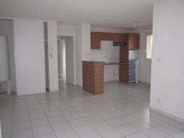 appartement type 3 en résidence sécurisée .  Appartement de type 3 de 61.55 m2 situé au 2 -éme étage, offrant une cuisine semi-équipée ouverte sur salon/séjour, SDB, WC, 2 chambres dont 1 avec placard.<br> Chauffage électrique,balcon, 1 place de parking exterieur, cellier. <br> prix : 107 000 euros dont 7% d\'honoraire à la charge de l\'acquéreur. <br> 100 000 euros net vendeur