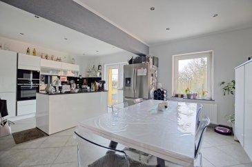 Louis MATHIEU RE/MAX Partners, spécialiste de l'immobilier à Belvaux vous propose en exclusivité à la vente cette charmante maison mitoyenne de 1956 sur un terrain de 3,7 ares. Elle dispose d'une superficie habitable d'environ 130 m² pour 156 m² au total.  La maison se compose au rez-de-chaussée : d'un hall d'entrée, d'une belle pièce de vie séjour/salle à manger/cuisine équipée de 40 m² en L, avec un accès sur une grande terrasse de 35 m² et le jardin.  Au premier étage : un hall de nuit ,une première chambre de 14 m², une seconde chambre de 14 m², une salle de bain composée d'une baignoire, d'un WC, d'un urinoir, d'une vasque double et de rangements.  Au deuxième étage : une troisième chambre de 18 m², une quatrième chambre de 18 m² avec sa salle de douche et WC. Dans cette dernière chambre un petit escalier amène dans la sous pente du grenier où un petit espace de rangement est possible.  Au sous-sol : deux pièces de rangement et une chaufferie.  Extérieur : une belle terrasse de 35 m² exposée Sud-Est, un jardin clôturé.  Caractéristiques supplémentaires : double vitrage, chauffage au gaz, cuisine équipée en Siemens/Elica/Hisense, façade refaite en 2014, toiture refaite, électricité mis aux normes, etcà  Disponibilité 1er trimestre 2021.  Passeport énergétique en cours.  La commission d'agence est incluse dans le prix de vente et supportée par le vendeur.  Contact : Louis MATHIEU au +352 671 111 323 et/ou louis.mathieu@remax.lu Ref agence :5096300