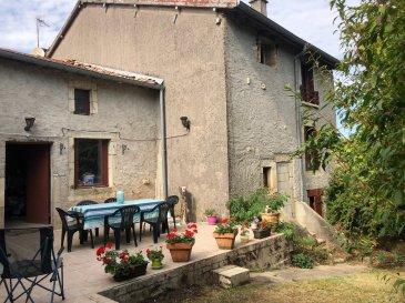 Maison de village à proximité de Ligny en Barrois, comprenant entrée sur pièce de vie avec cuisine, une chambre en rez-de-chaussée et salle d'eau, 3 chambres au premier, garage, terrasse et terrain attenant suer l'arrière. Environnement calme et agréable.