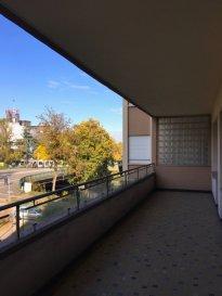 Orangerie - Face au conseil de l\'Europe Au 2e étage avec ascenseur, beau 4 pièces comprenant : Entrée, dégagement, un séjour double, deux  chambres, cuisine aménagée, salle de bains, wc séparé. Au sous-sol : une cave
