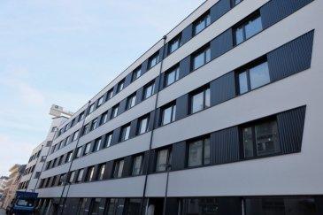 Résidence KYAN à ESCH-SUR-ALZETTE Immeuble en voie de finitions de haut standing composé de 56 appartements et de 5 surfaces commerciales répartis sur 6 étages. La résidence est située à l'angle de la rue Pasteur et du boulevard Prince Henri et est divisée en deux blocs adjacents, A et B. PENTHOUSE numéro 174 au 5ème et dernier étage avec ascenseur de 74,30 m2 et comprenant : séjour, cuisine ouverte non équipée, deux chambres à coucher, une salle de bains et un WC séparé. Prix emplacement intérieur : à partir de 61.145,- euros (TVA 3% inclus) Prix cave: à partir de 5.022,- euros (TVA 3% inclus) Le prix affiché s'entend à 3% de TVA. Disponibilité: Décembre 2020. Esch-sur-Alzette se trouve à 15 minutes de Luxembourg-ville et à proximité de toutes les commodités. Plans et cahier des charges sur demande Contact : Nassim Toloui Téléphone : 691 120 478