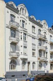 METZ 5 MIN GARE .  --------------- TROP TARD DEJA SOUS COMPROMIS DE VENTE !!!! ---------- DEJA SOUS COMPROMIS DE VENTE -------------------- METZ. Appartement 89 m2, 3 pièces, 2 chambres, 2 balcons et 1 cave.<br> A deux pas de la gare, au sein d\'un quartier en plein devenir, dans une petite copropriété bien tenue et sans travaux.<br> Au 3èmes étage, appartement en parfait état, traversant et lumineux...<br> Entrée dégagement desservant une première chambre, le salon ainsi que, la pièce de convivialité avec sa cuisine de belle facture entièrement équipée et, cet agréable balcon offrant une vue dégagée, enfin une seconde chambre au calme.<br> Un agencement séduisant pour ce bien trés agréable, sa situation est un vrai plus avec les transports en commun, les commerces, le MUSE, la gare à 5 mn à pieds...<br> Aménagement et matériaux de qualité.<br> Il vous suffira de placer vos meubles pour vous sentir bien chez vous...<br> PRIX : 249 000 EUR<br> AGENCE VENNER IMMOBILIER METZ 03 87 63 66 38 // 07 87 01 95 93<br> ACHAT // VENTE // LOCATION // GESTION LOCATIVE<br><br><br><br><br><br><br>What do you want to do ?<br>New mailCopy<br>