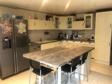 Maison Herbitzheim 8 pièce(s) 250 m2. Grande maison familiale de 250m2 au coeur du village d\'Herbitzheim. <br/><br/>Au rez-de-chaussée, vous découvrirez une entrée, une cuisine équipée, une salle à manger, un salon et une salle d\'eau. <br/><br/>A l\'étage, vous disposerez de 4 chambres spacieuses, d\'un bureau et d\'une salle d\'eau. <br/><br/>Vous profiterez d\'un studio de 32 m2 avec entrée indépendante et salle d\'eau.<br/><br/>4 garages, une aire de stationnement, un jardinet et une terrasse viennent compléter ce bien. <br/><br/>Possibilité de créer 3 logements indépendants. <br/><br/>A VISITER SANS TARDER !<br/><br/>Pour nous contacter:<br/>Agence Nord Sud Immobilier : 03.72.64.01.02
