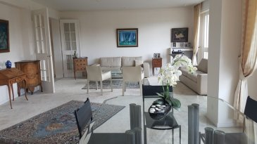 MONTIGNY-lès-METZ - Appartement F6 avec terrasse et garage. MONTIGNY-lès-METZ, résidence LA VACQUINIERE au 1er étage avec ascenceur, superbe appartement de 190 m2 en parfait état, comprenant un lumineux salon-séjour de 47m2 sur terrasse avec vue sur parc, 4 belles chambres dont une suite parentale avec salle de bains, cuisine équipée avec balcon et cellier attenant, une 2ème salle de bains et de nombreux placards viennent compléter ce chaleureux appartement.   Garage fermé en rez-de-chaussée, cave, chambre de service.  Contact : Sandrine Perceval 06.34.65.29.84  Copropriété de 48 lots (Pas de procédure en cours). Charges annuelles : 5460.00 euros.
