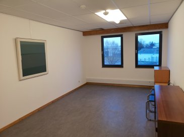 An office with all charges included (excepte internet), with 1 parking availlable for rent. Office is newly painted.