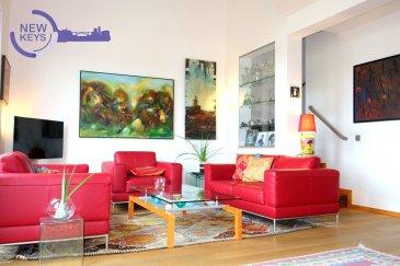 New Keys vous propose en exclusivité ce sublime duplex situé dans une rue très calme de Luxembourg-Merl. Vous serez charmés par le caractère et la vue imprenable de ce bien d'exception offrant une surface habitable de +/- 140 m2 habitables (+/- 185m2 de surface utile).  A la fois spacieux et très lumineux, l'appartement se présente comme suit:  RDC  - Hall d'entrée; - Cuisine équipée et séparée;  - Living spacieux avec accès au balcon; - 2 Chambres; - Salle de bain avec douche/baignoire; - WC séparé; - Balcon de +/-15 m2 avec marquise;  ETAGE 1 : - Salon avec feux ouvert aménageable en 3ième chambre; - Bureau; - Buanderie;  Le duplex dispose également d'un garage privatif et d'un emplacement extérieur.  Proche de toutes les commodités, vous profiterez de prestations de qualités au sein d'une petite résidence paisible et très soignée.  Libre à partir de juin 2018.  Pour plus d'informations et /ou visites, contactez-nous au 661 120 388 ou par email à l'adresse info@newkeys.lu