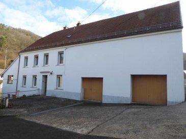 MAISON LAMBACH - 7 pièce(s) - 150 m2. Habitation type ferme lorraine sur terrain attenant, composée de 7 pièces, cuisine et salle de bain, le tout sur environ 150m². La maison dispose d\'un grenier aménageable et  garage pour 2 véhicules. Fenêtres en PVC. Axe Bitche / Rohrbach Les Bitche.~ Contact Nord Sud Immobilier à ROHRBACH LES bitche Au  03 8 796 3 384 ou à BITCHE au 03 87 27 01 80 ou à SARREGUEMINES au 03 87 02 83 36