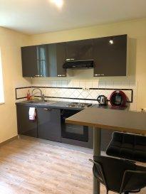 Appartement à proximité de toutes commodités, comprenant; cuisine équipée, séjour, 2 chambres, salle de bains / toilettes et cave.