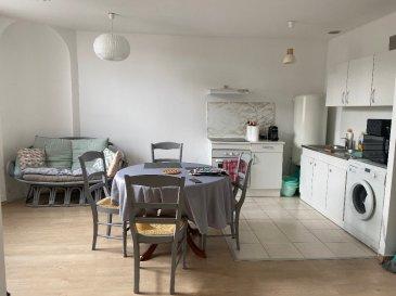 F3 56 m² Metz - Vallières. Charmant F3 de 56 m², à Vallières village, dans une résidence au calme et proche des accès autoroutes. Il se compose d\'une entrée, d\'un séjour avec cuisine équipée, de 2 chambres et d\'une salle de douche avec WC. L\'appartement donne sur les espaces verts de la résidence et sur une cour intérieure. Place de parking privative incluse. <br/>Libre en Décembre 2020