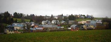 !!!!!!!!!PROJET DE 3 MAISONS EN BANDE!!!!!!!!!!<br><br>Immo Nordstrooss vous propose un beau terrain, sans contrat de construction.<br>La situation est très calme et vue imprenable sur la campagne.<br>Le terrain est de +/-6.20 ares.<br>Il ya une possibilité de construire 3 maisons.<br><br>Numero cadastral: sur demande <br><br>Pour plus de renseignements veuillez nous contacter au 691 850 805.