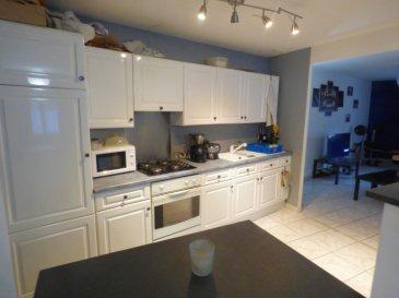 Maison Hayange 3 pièce(s) 80 m2 sur sous-sol complet grand garage. JACKCED présente<br/>Mieux qu\'un appartement<br/>En Hypercentre, proche de toutes commodités<br/><br/>Maison de 80m² habitables offrant:<br/><br/>En plain-pied surélevé : Hall d\'entrée , cuisine équipée ouvrant sur pièce de vie (50m²)possibilité de faire une chambre supplémentaire , salle d\'eau avec wc, 1 grande chambre.<br/><br/>Sous sol complet avec vaste garage 2-3 voitures de 65 m² idéal bricoleur ou mécano et buanderie de 15m².<br/><br/>A l\'extèrieur: une cour<br/><br/>Dv pvc avec volet roulant , chauffage central au gaz, électricité aux normes.<br/><br/>Mr Antonoff:06-52-83-85-07<br/><br/>