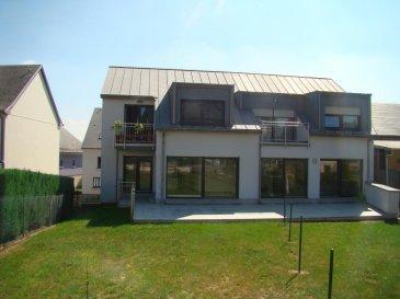 RE/MAX,spécialiste de l\'immobilier à Luxembourg, vous propose en location à Sandweiler, ce très jolie appartement avec jardin et terrasse au premier étage d\'une petite résidence construite en 2015.<br>Cet appartement comprend un living de 36 m² avec une cuisine équipée, deux chambres de 10 et 11m², salle de bain et WC séparé.<br>un garage deux voitures<br>une terrasse de 23 m²<br>un jardin de 71 m²<br>Vous serez séduit par cet appartement très agréable à vivre et par son environnement au calme.<br>Contact : Jean Charles Balderacchi<br>téléphone : 00352 621 835 324<br />Ref agence :5096112