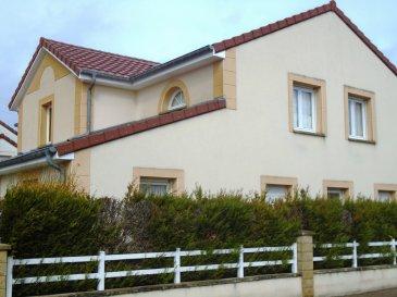 *MAIZIERES-LES-METZ, A SAISIR ,SUPERBE MAISON D\' ARCHITECTE DE TYPE F6 CONSTRUITE SUR 5 ARES*. Dans un cadre bucolique et stratégique (1 km de l\' A4/A31), maison \'coup de coeur \' de 160 m² habitable, idéale pour les travailleurs frontaliers !<br/>Cette demeure de 1999, séduira les plus exigeants par son architecture, son agencement et ses qualités de finition.<br/>Double garage motorisé,visiophone,cheminée,pergola,alarme,cuisine d\' été , Chauffage au gaz, chaudière à condensation récente ...diverses prestations vous sont proposées pour cette future acquisition comprenant de beaux volumes.<br/><br/>Au premier niveau, vous y trouverez son accueillante entrée, sa cuisine indépendante équipée et aménagée, sa pièce à vivre traversante de 42 m² environ habillée d\' un magnifique parquet vitrifié et comprenant une cheminée insert.<br/>Son wc indépendant avec lave mains, sa cusine d\' été donnant accès direct sur son jardin, son double garage motorisé.<br/>A l\' étage, quatres chambres spacieuses, sa salle de bain avec baignoire d\' angle, sa salle d\' eau, son wc indépendant. Le tout construit sur une parcelle de 5 ares intégralement clôturée.<br/>Cette maison s\' alimente au gaz de ville, excellent DPE (C).<br/>Merci de contacter Sandrine Di Francesco au 06 33 83 40 82, <br/>Siret 78900935400018, qui vous accompagnera tout au long de votre projet, visite, conseils, financement.<br/>