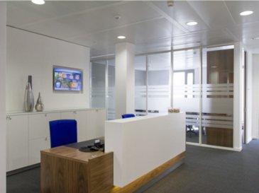 A louer dans un business center plusieurs bureaux avec service à la carte. Les bureaux sont modulables et s'adressent aussi bien à des indépendants qu'à une société internationale. Idéalement situé.