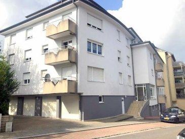 Jolie appartement à Oberkorn avec une surface habitable de 48m2 au premier étage avec balcon et ascenseur.  L'appartement se compose comme suit:  - hall d'entrée - un living - une Cuisine équipée  - une Chambre à coucher - une salle de bain - un balcon - une cave - une buanderie  Description de la situation :  L'appartement se situe dans une rue calme et  à proximité de toutes les commodités (autoroute, gare, bus, commerces, écoles, etc)  Pour tout complément d'information, n'hésitez pas à nous contactez par téléphone au 28 77 88 22. Nous sommes également disponibles pour organiser les visites le samedi ! Nous sommes, en permanence, à la recherche de nouveaux biens à vendre (des appartements, des maisons et des terrains à bâtir) pour nos clients acquéreurs. N'hésitez pas à nous contacter si vous souhaitez vendre ou échanger votre bien, nous vous ferons une estimation gratuitement.  Ref agence :44