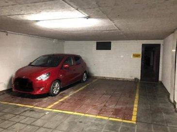 Emplacement de voiture couvert situé dans la cour de la  résidence Belfort situation 97, rue de Strasbourg.<br>Accès plein pied,par portail de garage automatique.<br><br>proche de la gare de Luxembourg ,des commerces et des axes autoroutes.<br>location courte durée possible .<br />Ref agence :Parking
