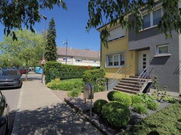 Superbe Maison à Luxembourg-Gasperich de +/- 170 m2<br><br>La maison compte 2 étages et un sous-sol avec garage et est libre de 3 côtés. Le rez-de-chaussée donne par la veranda sur un grand jardin orienté Sud-Est, entouré d\'une belle haie dense.<br><br>Située dans le quartier de Gasperich Nord-Ouest desservi par plusieurs lignes de bus, la maison se trouve à proximité de stations Vel\'oH, écoles, crèches et supermarchés et permet un accès aisé aux autoroutes via les Croix de Gasperich et Cessange.<br><br>Description :<br><br>RDCH<br>- Hall d\'entrée<br>- Salon <br>- Véranda avec accès au jardin <br>- Cuisine<br><br>1 Etage<br>- 3 chambres à coucher<br>- Salle de bain <br><br>2 Etage<br>- 2 chambres<br>- Salle de douche <br>- Débarras<br><br>Sous Sol <br>- Garage pour 2 voitures<br>- Cave<br>- Chaufferie <br><br>Jardin & Terrasse<br><br>La maison est libre à partir de septembre 2021.<br><br>Le P.E. est en cours<br><br>Pour toute information supplémentaire, n\'hésitez pas à nous contacter au 26532611 ou par e-mail à info@immolosch.lu<br /><br />Schönes Haus in Luxemburg-Gasperich von +/- 170 m2<br><br>Das Haus hat 2 Etagen und ein Untergeschoss mit Garage und ist auf 3 Seiten frei. Das Erdgeschoss öffnet sich über die Veranda auf einen großen, nach Südosten ausgerichteten Garten, der von einer schönen, dichten Hecke umgeben ist.<br><br>Das Haus liegt im Stadtteil Gasperich Nord-West, der von mehreren Buslinien bedient wird, und befindet sich in der Nähe von Vel\'oH-Bahnhöfen, Schulen, Kindergärten und Supermärkten und bietet einen einfachen Zugang zu den Autobahnen über die Croix de Gasperich und Cessange.<br><br>Beschreibung:<br><br>RDCH<br>- Eingangshalle<br>- Wohnzimmer <br>- Veranda mit Zugang zum Garten <br>- Küche<br><br>1 Stockwerk<br>- 3 Schlafzimmer<br>- Badezimmer <br><br>2 Boden<br>- 2 Schlafzimmer<br>- Duschraum <br>- Abstellraum<br><br>Untergeschoss <br>- Garage für 2 Autos<br>- Keller<br>- Kesselraum <br><br>Garten & Terrasse<br><br>Das Haus ist ab Sept