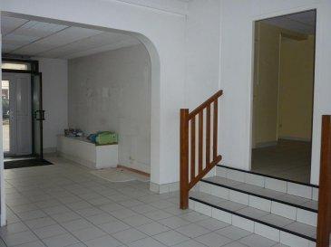 JARNY: 700 ' CC A louer local commercial d'une surface de 130 m² situé en RDC. Idéal commerçants LOYER: 700 '  DG: 1400 '  HA: 700 ' TEL: 06.21.75.88.18 Ref agence :2284254