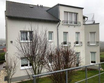 WINCHERINGEN AUF MONT direkt an der Grenze Luxemburg  Wohnung mit Garten und Terrasse und Super Weitsicht  +-80m2 Wohnfläche -2 Schlafzimmer -Wohn-Esszimmer -Einbauküche -Abstellraum -Badezimmer -Gäste WC -Keller -Stellplatz für Auto  329.000 €
