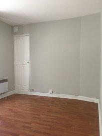 1 pièce + cuisine - 30m2.  Appartement situé au premier étage d\'un immeuble rue de la Foucotte. Il comprend une cuisine/séjour, une chambre, une salle d\'eau avec WC.<br> Chauffage individuel électrique.<br>