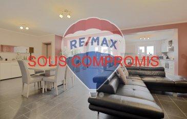 **** SOUS COMPROMIS EN TROIS SEMAINES ****  Louis MATHIEU RE/MAX Partners, spécialiste de l'immobilier à Filsdorf vous propose à la vente ce très bel appartement de 2014, aux finitions soignées, d'une superficie de 134 m2 habitables. Situé au premier étage d'une résidence de deux unités, il se compose de la manière suivante :   Un vaste hall d'entrée, une pièce de vie séjour/salle à manger de 65 m2 avec un accès sur une terrasse couverte avec un petit jardin au niveau inférieur, une cuisine équipée ouverte sur le séjour, trois chambres à coucher de 17 m2, 17 m2 et 16 m2, une salle de bains (baignoire d'angle, double vasques, sèche-serviettes, WC, rangements), un WC indépendant avec une douche, et un débarras.  Ce bel appartement est complété par deux emplacements intérieurs, une grande cave, et un petit jardin privatif à l'appartement.  Caractéristiques supplémentaires : double vitrage, chauffage au gaz, situation calme, etcà  Disponibilité à convenir.  Charges mensuelles : 15 €  Passeport énergétique : C / D  Coup de coeur assuré !  La commission d'agence est inclus dans le prix de vente et supportée par le vendeur.  Contact : Louis MATHIEU au +352 671 111 323 ou louis.mathieu@remax.lu Ref agence :5096273