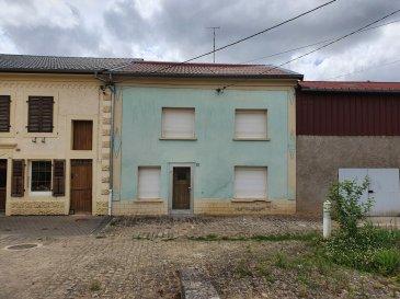 !!! SOUS COMPROMIS !!!  BELARDIMMO vous propose une petite maison de village à rénover avec 10 ares de terrain à Himeling (commune de Puttelange) à 5 minutes de Mondorff.    Celle-ci conviendrait à une personne travaillant dans le bâtiment et/ou à une famille avec enfants.   La maison se compose au RDC:  -d'un hall d'entrée - Séjour - Salle à Manger - Cuisine - Salle de bain - chaufferie avec sortie sur le jardin  A l'étage:  - 3 chambres à coucher - Débarras  - Accès grenier aménageable  En annexe :  - Garage séparé  Pour plus d'informations, contactez-nous au 26 54 31 48. Ref agence : JP120