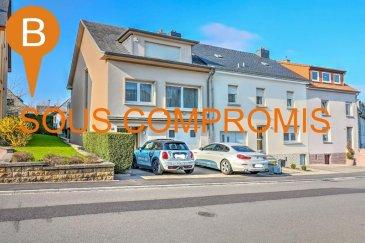 En vente exclusive :  Maison jumelée située au 68, Rue d'Itzig à Sandweiler.  La maison se compose comme suit :  Rez-de-chaussée (58.40 m²) : •Hall d'entrée avec placards intégrés  •Garage •Chaufferie •Débarras  1er étage (61.50 m²) : •Hall  •Salon / Séjour •Cuisine •1 chambre •Salle de bain avec WC •Vérandas •Débarras avec accès jardin  2ème étage (42.40 m²) : •Hall  •2 chambres •Salle de douche  Grenier : •Non aménagé  •Dalle béton  -- INFORMATIONS SUPPLÉMENTAIRES , ÉQUIPEMENT --  - Maison très saine et très bien entretenue - Marbre et parquet  - Fenêtres en double vitrage récent  - Potentiel de transformation  - Classe énergétique : En cours  -- LOCALISATION --  Proche de toutes commodités; écoles, bus, restaurant, supermarché, boulangerie  Aéroport de Luxembourg: +/- 6km Crèche : +/- 500 mètres Luxembourg-Kirchberg: +/- 9km Luxembourg-Centre: +/- 8km    N'hésitez pas à nous contacter pour de plus amples renseignements ou pour organiser une visite des lieux au n° 26 44 13 88 ou contact@b-immobilier.lu.  ---Sous toutes réserves--- Ref agence :8289