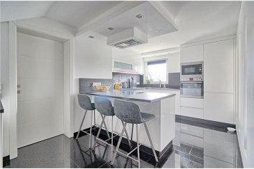 Veuillez contacter notre agent Joao Ferreira pour de plus amples informations au 691 298136 ou par email : joao.ferreira@remax.lu.  RE/MAX, Spécialiste de l'immobilier à Roeser, vous propose en exclusivité cette magnifique maison située à Bivange dans la commune de Roeser.  D'une superficie habitable de 155 m2, cette maison a été totalement rénovée en 2015.  La maison est composée comme suite :   Au rez-de-chaussée vous trouverez une cuisine équipée, un grand séjour avec 30 m2 et une belle terrasse donnant accès au jardin.  Au premier étage vous trouverez la chambre principale avec salle de bain et dressing, trois autres chambres et une salle de bain.   A cela s'ajoutent un grand jardin et un garage et 4 emplacements extérieurs.  Nouvelle toiture.  Passeport énergétique en cours.   A proximité de la maison vous disposez des commodités suivantes :  - Gare de Berchem (450m) - Arret de Bus (200) - Commerces (2km)  - Accès à l'autoroute (3km)