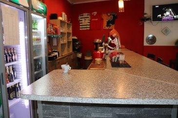 HOUSE FOR YOU, vous propose un fonds de commerce à Dudelange au prix de 50.000€.  Fonds de commerce d'un café avec plat du jour et habitation propre sur 2 étages.  Le loyer est actuellement de 2.400€ hors charges comprenant le local et l'habitation.  Tout le matériel de la cuisine équipée en inox, tables et chaises du café ainsi que les tabourets, frigos et stock restant...  Le café est très bien placé avec terrasse, proche de l'église, pharmacie et commune au centre de Dudelange avec clientèle fixe pour les repas et fourniture de déjeuner aux salariés.  Nous restons à votre disposition pour informations et visites.