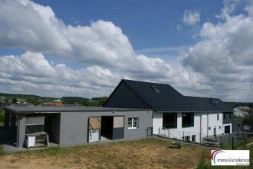IDEAL POUR DES AMOUREUX DE CHEVAUX !!! <br>IMMO EXCELLENCE vous propose en exclusivité cette jolie maison d\'exception en pleine verdure d\'une surface habitable d\'environ 400 m2. Le terrain ainsi que les champs ont une superficie totale de 2.95 hectares. L\'annexe dispose d\'une grande écurie. La maison a été entièrement rénovée en 2015. La surface utile de la maison est d\'environ 700 m2. La maison se compose comme suit :  Au rez-de-chaussée vous trouvez : Un hall d\'entrée ( 6.86 m2 ), une salle fitness ( 13.60 m2 ), deux bureaux ( 9.02 + 9.30 m2 ), la chaufferie avec cave ( 32.86 m2 ), deux grands garages ( 41.17 + 45.80 m2 ), une chambre-à-coucher ( 7.86 m2 ), une salle-de-douche ( 5.19 m2 ), un deuxième hall ( 7.77 m2 ), une moderne cuisine équipée avec salle-à-manger ( 36.12 m2 ), une deuxième salle-à-manger sinon séjour ( 38.26 m2 ), un W.C. séparé ( 2.15 m2 ), ainsi qu\'une buanderie ( 4.32 m2 ). A l\'étage vous trouvez : Un spacieux séjour ( 66.01 m2 ), six chambres-à-coucher ( 23.71, 18.55, 19.92, 12.36, 15.68 et 19.66 m2 ), un large hall ( 31.90 m2 ), un W.C. séparé ( 4.77 m2 ) ainsi que deux salles-de-bains avec douche ( 10.55, 13.86 m2 ). La maison comprend également une annexe avec w.c. séparé ( 0.96 m2 ) ainsi qu\'une écurie avec 3 boxes  ( 111.13 m2 ).  La maison dispose d\'un portail électrique, d\'un système à pellets, d\'une spacieuse terrasse ( 65.82 m2 ), ainsi que de plusieurs emplacements extérieurs ( 7 ) pour voitures. <br><br>Coup de cœur, à voir absolument !!!  <br><br>Ferschweiler (Feeschwëllert en Luxembourgeois) est une municipalité allemande située dans le land de Rhénanie-Palatinat et l\'arrondissement d\'Eifel-Bitburg-Prüm<br><br>A seulement 10 minutes du centre-ville d\'Echternach.<br />Ref agence :3426716