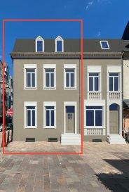 Maison à rénover dans la zone piétonne à Ettelbrück.  La maison profite d'un emplacement privilégié et d'une belle architecture. La maison est habitable mais nécessite des travaux de rénovation.  Il est possible de rajouter un étage ou de la transformée en petite résidence. La maison dispose d'un garage mais pas de jardin.  Pour toute question veuillez nous contacter par e-mail.