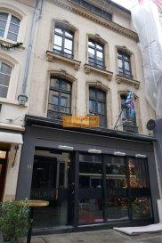 Beau bureau moderne de 72 m2 situé au 3iéme étage d'un immeuble situé au centre de la Ville de Luxembourg à quelques pas du palais ainsi que de la Place Guillaume II. Ref agence :169
