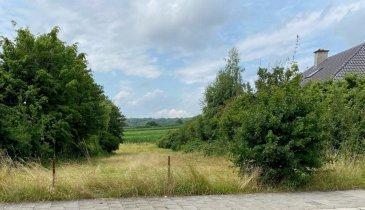 !!!!!!!!!!!!!! A DECOUVRIR !!!!!!!!!!!!!!<br><br>Terrain à bâtir SANS CONTRAT DE CONSTRUCTION d une superficie de 12,30 ares, sis dans la rue de Hassel de la localité de Weiler-la-Tour (à 10 km de Luxembourg-Ville). <br><br>Possibilité de construire une maison unifamiliale ou une crèche.<br><br>Le terrain dispose d une face avant de /- 17 m et d une profondeur de /- 73 m (prédestinée pour un beau jardin derrière la maison). <br>Il se situe dans une zone HAB-1. <br><br>Pour toute autre information, veuillez me contacter au 352 691 850 805.