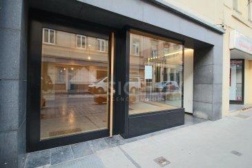 Au centre-ville de Luxembourg, Sigelux Real Estate vous propose ce local commercial à louer   Il est situé au 28, rue Notre Dame L-2240 Luxembourg et se compose d'un rez de chaussée de +/-50m2, et d'un sous-sol de 50m2 également, et d'une toilette.  Toutes sortes de commerce excepté Horeca   Loyer : 3800€ Charges : 350€ Durée de location : 3.6.9 ans   Commission agence 15% du loyer annuel  Disponible de suite   Pour plus de renseignement ou un RDV contactez : SIGELUX: 46 71 31 ou info@sigelux.lu