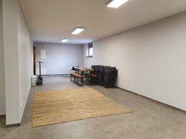 Situé à Flaxweiler, au rez-de-jardin d'une maison individuelle, cet entrepôt ± 54 m² (permettant le stockage/archivage) se compose d'un espace bureau, d'une salle d'eau (douche, lavabo et wc) et d'une cave ± 13 m². Une entrée indépendante et sécurisée donne accès à l'entrepôt.  Détails complémentaires :  - Chauffage au sol - Porte sécurisée (5 points) - Deux emplacements parking - Compteur individuel (eau, chauffage, Post & télécom)  Loyer avec charges incluses : 1200€/mois