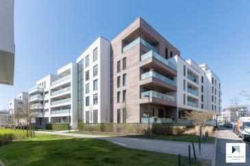 Situé à Luxembourg-Merl, quartier recherché de Luxembourg-ville, à deux pas du conservatoire et de ISL (International School Luxembourg), ce bel appartement est situé au rez-de-chaussée d'un immeuble résidentiel, il dispose d'une surface habitable de ± 117 m² pour une surface totale ± 164 m², il se présente comme suit :  Le hall d'entrée ± 13 m² (spots encastrés et vidéophone) conduit à un lumineux séjour ± 34 m² avec une cuisine ouverte, équipée et aménagée (four, micro-ondes, plaque à induction, frigo, plan de travail, nombreux rangements…) donnant sur une magnifique terrasse ± 18 m², orientée Sud-Est avec garde-corps vitrés.  Un couloir ± 3 m² (spots encastrés) dessert 3 chambres à coucher ± 15, 16 et 19 m² ainsi que 2 salles d'eau ± 5 et 6 m² (comprenant douche à l'Italienne, double-vasque, wc, chauffe-serviette).  Au sous-sol : un spacieux garage ± 33 m² (pour 2 voitures) et à l'arrière, une cave privative ± 17 m² complètent l'offre.  Détails complémentaires :  - Appartement dont la construction date de 2016, contemporain, en très bon    état ; - Triple vitrage, châssis aluminium, stores électriques ; - Spots encastrés, vidéophone, détecteurs de fumée ; - Terrasse, garde-corps vitrées, orienté Sud-Est ; - Garage pour 2 voitures, cave privative ; - Quartier dynamique : commerces (Cactus), écoles, crèches, parc de merl,    bien desservi par les transports en commun. - Charges mensuelles : 300€/mois  Agent responsable du dossier :GeoffreyDepre E-mail :geoffrey@vanmaurits.lu Mobile :+352 661 127777