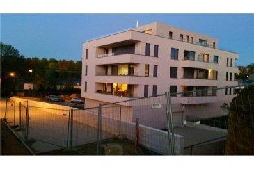 PENTHOUSE EXCLUSIF RE/MAX  DESIGN STEINFORT, specialiste de l Immobilier au Luxembourg vous propose ce magnifique Penthouse de Standing situé à 2 pas de la place de l Etoile . Il dispose d une superbe terrasse et d une vue magnifique sur Luxembourg (orientation SE,SO). Situé au 4éme etage avec ascenseur, ce Penthouse a une surface de 85m2   75m2 de terrasse. Grand living avec cheminee, Cuisine Americaine , 1 grande chambre, bureau   ( possibilite de dressing ou chambre d enfant), salle de douche, Hall d Entrée. Volets electriques, parquet chene etc. Egalement une cave refrigerée, un local a vélos, un garage avec ascenseur pour 2 voitures.