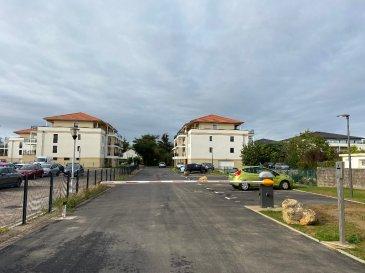 Moulins-les-Metz parking à louer. A l\'entrée de la Résidence du Domaine de Molène à Moulins-les-Metz, 39 Route de Jouy. Parking en extérieur à louer à 65€ par mois. Entrée sécurisée par barrière automatique. Disponible de suite