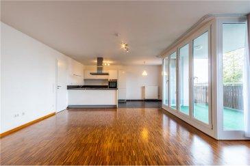 RE/MAX SPECIALISTE DE L\'IMMOBILIER vous propose à la vente:   Un très bel appartement RDC de 92,5 m2 de surface habitable.   Composé comme suit:   Hall d\'entrée avec espace de rangement 2 Chambres à coucher de (13,6 m2 et 15,5 m2) 1 SDB avec double vasque et douche 1 WC séparé 1 Living très lumineux avec cuisine équipée 1 Terrasse de 10 m2 exposition Ouest.   Cet appartement dispose également d\'une cave privative de 5,42 m2, d\'une buanderie commune ainsi que d\'une cave commune.   Le bien se situe dans une résidence de 6 unités (5 habitables dont 1 surface de bureau), résidence très calme dans un endroit agréable, village de Nospelt situé à quelques pas de Kehlen.   Chauffage Gaz. Chaudière changé en 2019.  Adoucisseur d\'eau placé récemment.   S\'ajoute à ce bien, 1 emplacement de parking intérieur ainsi qu\'un emplacement extérieur.   Appartement libre tout de suite, aucun travaux à prévoir! <br>